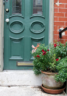photo fo door and flowers