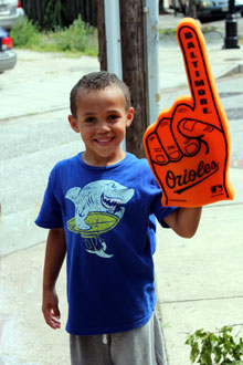 photo of kid with O's finger